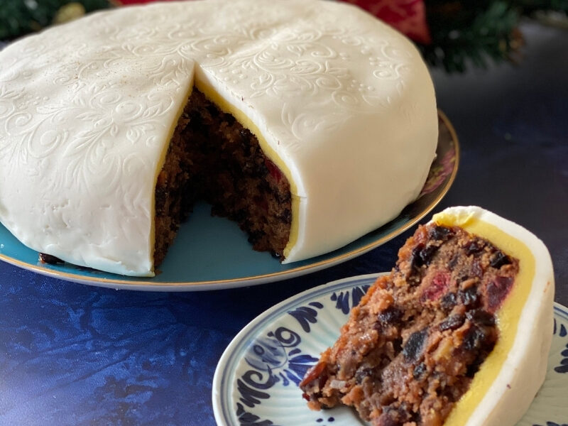 Old Fashioned British Christmas Cake