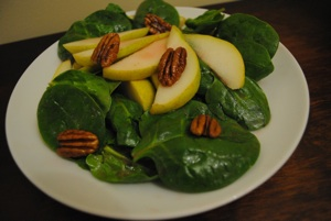 pear_pecan_spinach_salad