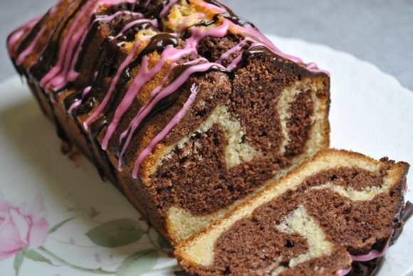 Easy step by step instructions and a delicious recipe for making a beautiful Chocolate Orange Marble Cake.
