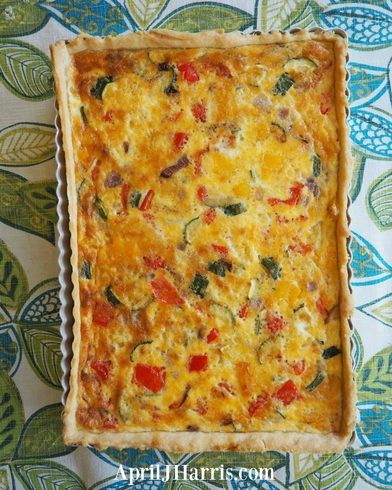 Served alongside a salad my easy vegetarian quiche recipe makes a wonderful light lunch or supper. The leftovers are great in a lunchbox next day as well.
