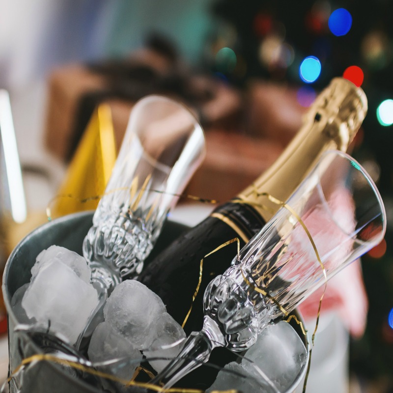Easy hints and tips to help you enjoy Holiday Entertaining Without Stress - the key to a happy holiday season for you, your family and friends!
