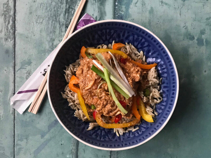 Honey Garlic and Ginger Chicken in the Slow Cooker - an easy to make, versatile recipe that is full of flavour