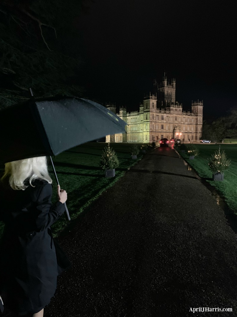 Ever wondered what it's like to spend an evening at Highclere Castle? Get the inside scoop on my visit to a Champagne, Canapés, Carols and House Tours evening at The Real Downton Abbey!