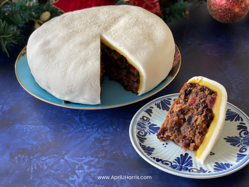 Christmas Cake at The Hearth and Soul Link Party